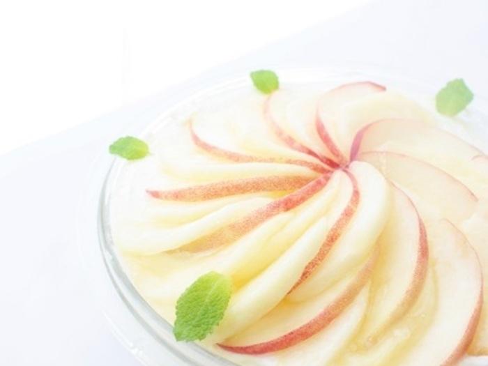 フレッシュで美味しい桃が手に入る季節になったらこんな贅沢なケーキを作ってみませんか?季節の旬のフルーツをふんだんに使って作るのが一番美味しいですよね。今なら林檎や蜜柑や苺かな?