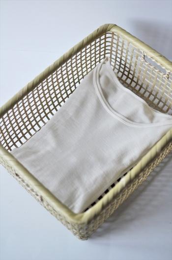 通気性が良い竹かごは布類を収納するのにも向いています。