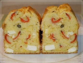 ランチにもおすすめの、お食事系コーンブレッド。定番のコーンブレッドにスモークサーモンとクリームチーズを加えています。食べ応えもばっちりです。