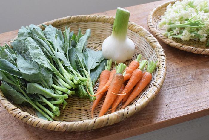 料理中に切った野菜を置いたり、トレイとして使えます。一つ持っておくと便利な竹かご。