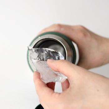 注ぎ口が広いので飲み物や氷を入れやすいですね。 また、継ぎ目が少ないの作りなので、すき間に茶渋などが溜まりにくい上に洗いやすくて衛生的に使えるんです。