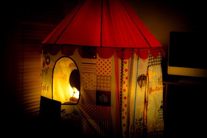 灯りを灯せば、アウトドアのような特別感◎ 女の子らしいかわいいテント!ずーっとテントの中で遊んでいそう♪