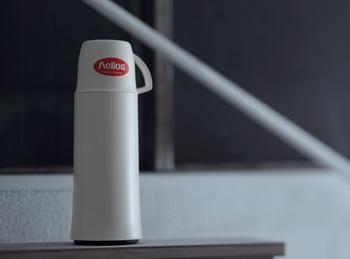 ドイツの老舗メーカー、ヘリオスの魔法瓶は、洗練されたシンプルなデザインと高い技術が融合された1品です。