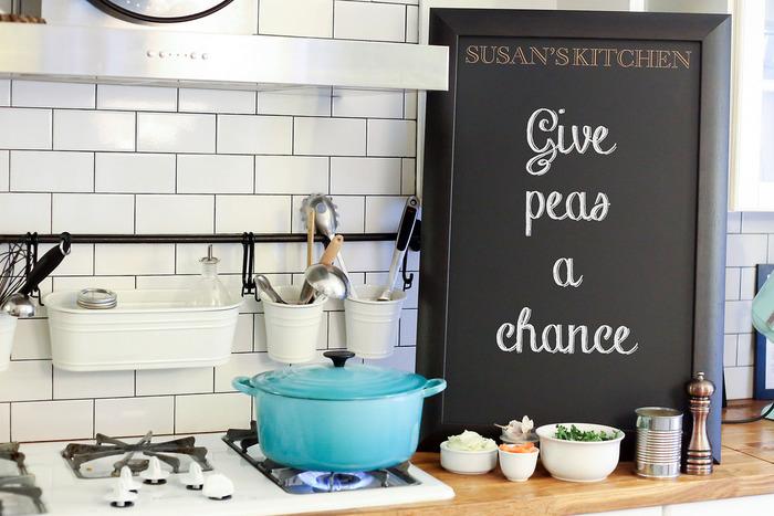 レシピや献立を描きましょう。ご飯タイムが待ち遠しくなりそうです。イラスト付きで描いてあると、より「カフェ風」の空間に♪