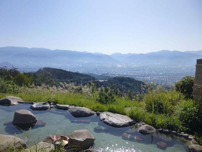 お湯が比較的ぬるめなので、ゆっくり入ることが出来ます。露天風呂の他に、内湯もあります。