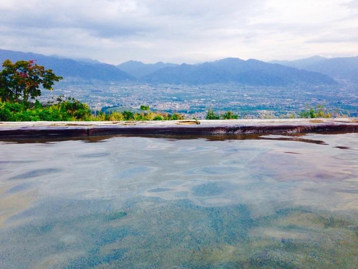 山の頂上にあるので、盆地の山梨を上から堪能でき、雲が少なければ目の前に富士山を拝むこともできるんですよ。