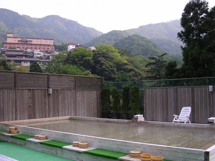 川のせせらぎに耳を傾けながら、箱根の山々を仰ぎつつお湯につかる至福の時間を味わうことが出来ますよ。