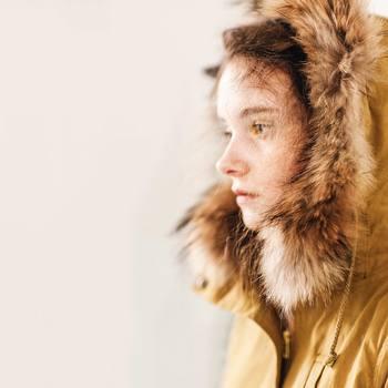 1度着たら手放せない、温かさと着こなしのしやすさに、ダウンジャケットの魅力があります。ダウンジャケットはコーディネートの足し引きが鍵。着膨れしない、おしゃれ上手な着こなしをご紹介します。