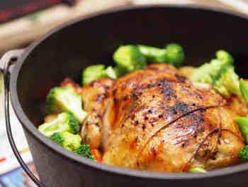 鶏の丸焼きの中にはなんと冷凍おにぎりが!時短アイディアメニューです。クリスマスの食卓の主役にもなりますよー。