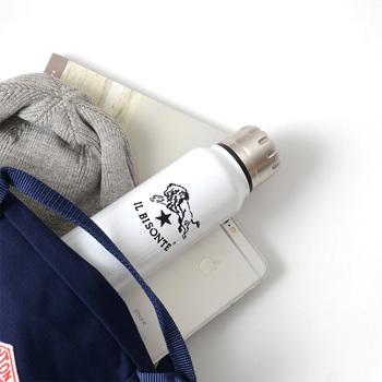 モノクロでスタイリッシュなデザインは、通勤バッグに入れても馴染みますね。
