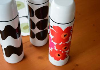 おなじみマリメッコからもかわいい魔法瓶が★女子力アップしそうですね。 丸みを帯びたフォルムがとっても可愛らしいです。