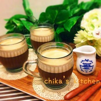 濃いめのコーヒーに生クリームも混ぜて作るこちらのゼリーは、放っておくだけで自然に二層になるのだそう。クリームの部分はムースみたいで美味しいんですって♪