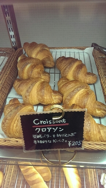 クロワッサンではなく「クロアソン」と呼ぶのがこちらのお店のこだわり。発酵バターを使った本格的なクロワッサンです。