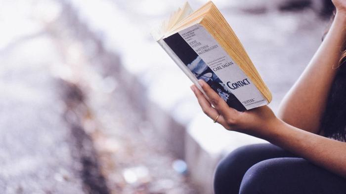 でも、時には頭を空っぽにして夢中で文字を追うような読書をしてみませんか?現実の世界と完全に切り離して楽しめるのは、空想によってその世界に入り込むことのできる読書ならではです。