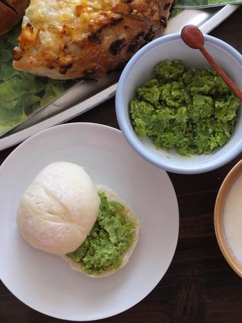 グリーンがきれいなペースト。パンはもちろん、パスタや茹でたジャガイモなどにあえてもgood。卵焼きの具にも合い、様々な楽しみ方ができます。