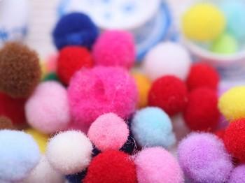 フェルトボールを作るのが面倒という人は、市販のフェルトボールを購入しましょう。いろんな色や大きさも揃っているので、ぜひ利用してみてください♪