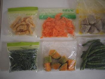 ほうれん草は冷凍保存ができちゃいます! 生のままだとより良い状態で、茹でて小分け保存すれば、使うときに便利ですよ♪