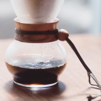 まずは、おいしいコーヒーを用意します。 少し濃いめの方が、氷とミルクを入れるのでおすすめです。