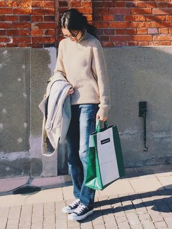こちらはトートバック「F52 MIAMI VICE」タイプ。 20ℓの大容量で荷物が入るショッピングバッグです。使わないときは小さく畳めるのも便利。