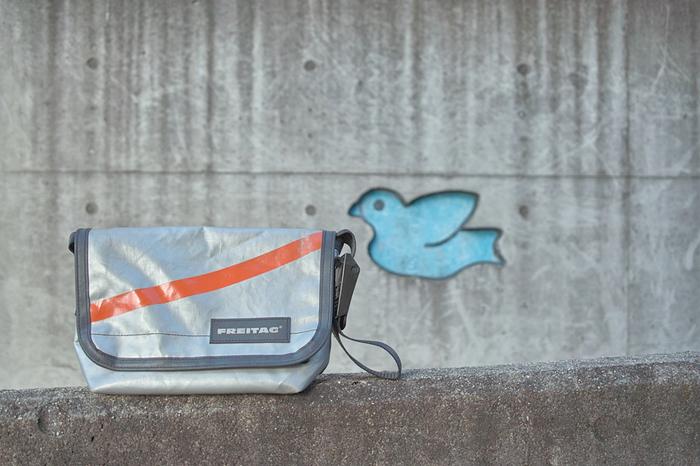 フライターグは、1993年スイスのチューリッヒに創立された メッセンジャーバッグを中心としたブランドです。 二人ともデザイナーだったというフライターグ兄弟が創立。