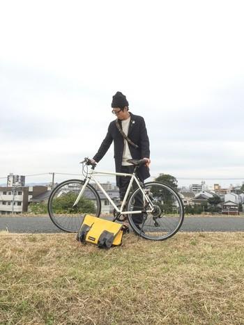 途中で雨が降っても風が吹いても気にしない、そんなバッグはサイクリングの相棒にぴったりです。