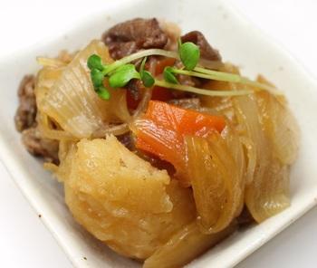 人によって思い出や味付けに違いはあれど、「肉じゃが」は多くの人が日本人のお袋の味として思い浮かべるメニューの一つではないでしょうか。