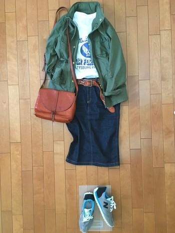 バッグはこだわりのヌメ革などしっかりと上質な物を選ぶと、全身が美しくまとまります。
