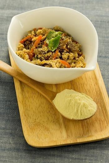 生豆腐の栄養素がギュっと詰まっている高野豆腐の50%は「たんぱく質」からできています。  高野豆腐のたんぱく質は、生豆腐の7倍、その他、カルシウムは5倍、鉄分は7倍、脂質は8倍あります。