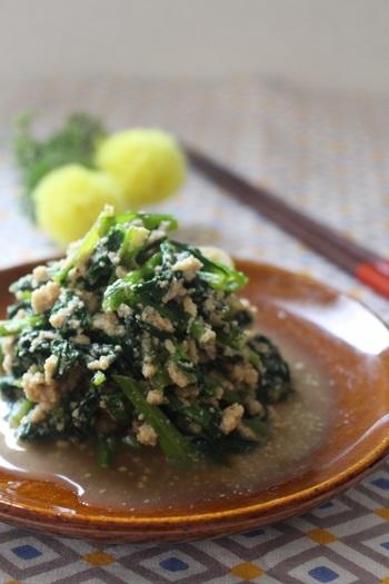 具材を汁気を飛ばしながら炒め、ごま油をまわしかけたら完成!戻す手間がいらない粉豆腐は、ストックしておくととても便利!手軽に取り入れられるところが魅力的ですね。