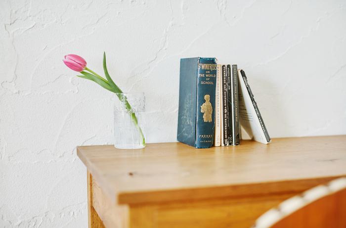一輪の花をセンス良く。デスクで集中して作業をしたら、ちょっと一息お花に目を向けてリフレッシュ。 (サイズ:36cl)