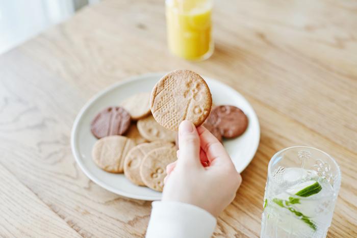 切り取る場所によって柄が異なる、個性豊かなフローラクッキーができました♪