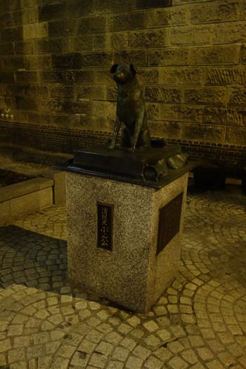 小樽駅から運河添いへ向かう道にあるのが「小樽運河プラザ・小樽市総合博物館 運河館」。忠犬ハチ公ならぬ「消防犬ぶん公」が迎えてくれます。博物館は明治26年に建てられた「旧小樽倉庫」を利用した建物。小樽市の歴史と自然環境についての資料が豊富に展示されています。