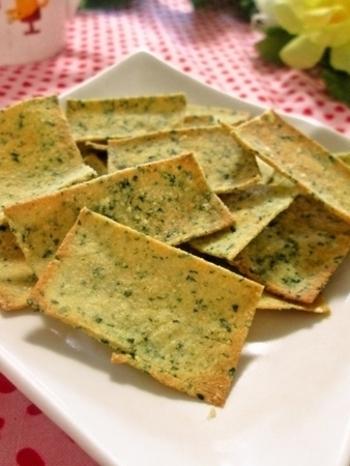 じゃが芋と豆腐粉を使ってノンフライなのにパリパリ食感が楽しめる一品に!味付けには、なんと市販のコーンスープorポタージュスープの素を使用。次から次へと手が伸びる、止まらぬ美味しさをお試しあれ!