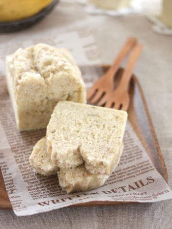 焼かずに蒸す、パウンドケーキ。米粉を蒸すことでよりしっとりとしたおいしさに。ラップをふんわりとかけて冷まし、冷めたらしっかり包んでおきましょう。