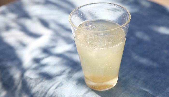 店内では、旬のフルーツを使った酵素ジュースや、発酵日本茶、無農薬の紅茶などを楽しむことができます。テイクアウトもできますので、気軽に利用できていいですね。