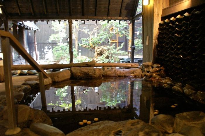 小樽市街地近くにありながら、しっとりと風情ある天然温泉を楽しめる「小樽ふる川」。和レトロな雰囲気の館内で、ゆったりと癒しのステイを満喫できます。