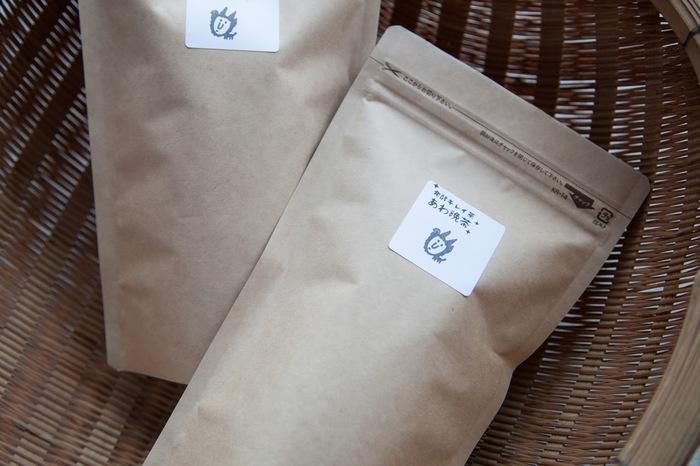 こちらは「発酵キレイ茶阿波晩茶」。徳島県に自生するお茶の葉を夏まで育てて摘み、樽で10日~3週間「乳酸発酵」させたお茶。カテキン、カフェインが少なく、甘みと少しの酸味が特徴。乳酸菌の効果で腸内フローラが元気になるかも♪