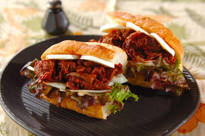ニンニクや唐辛子などのスパイスが入ったヤンニョンジャンは、病み付きになる美味しさ。辛いのがお好きな方におすすめなサンドイッチです。お肉もたっぷり入って大満足!