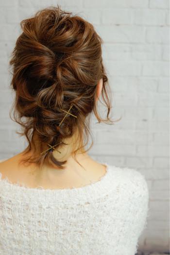 トップをくるりんぱしてから襟足の髪を編み込みにしたスタイル♪ 2つのアレンジの組み合わせでとっても素敵な仕上がりです。