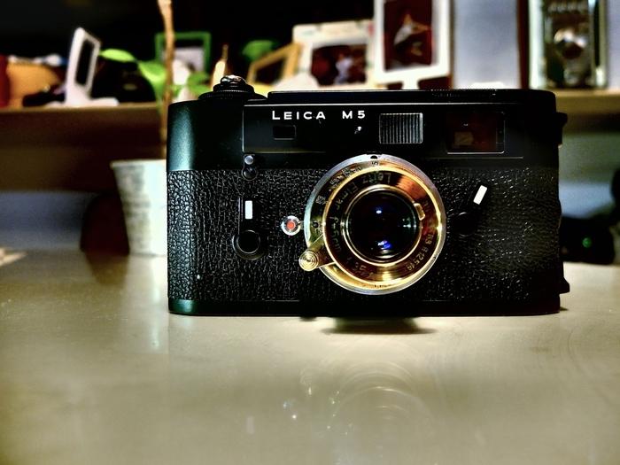 レンズ交換式距離計連動式カメラ(Rangefinder = レンジファインダー)  ライカといえば「レンジファインダー」と答える人も多いです。