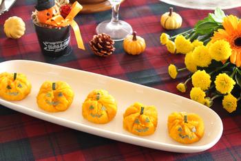 ハロウィンの時期に作ってみたい、ジャックオランタンのかぼちゃ巾着。シンプルながらもかわいらしい顔が印象的で、パーティーの主役になりそうですね。