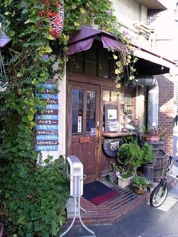 高松市塩上町、瓦町駅から約150mのところにある「グリル&洋食 アガペ」。素敵な雰囲気たっぷりのお店で美味しい洋食がいただけます。