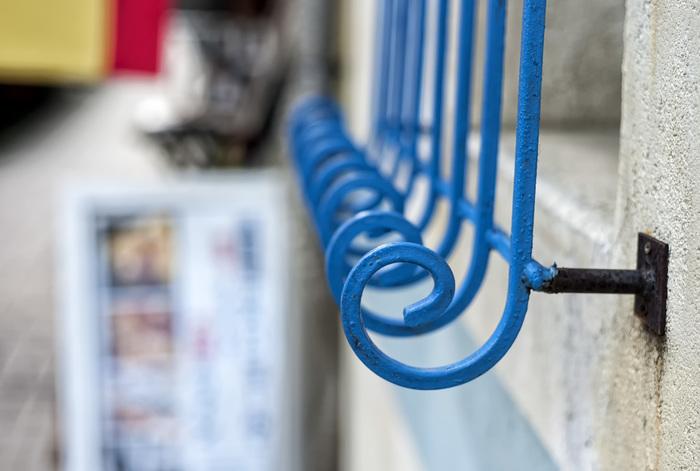 """なんとも不思議なこの""""ぐるぐる""""。こちらはスペイン料理店の装飾なんです!ちょっとしたお散歩もLeicaを持つと冒険気分。(LeicaM8 Digital Camera)"""