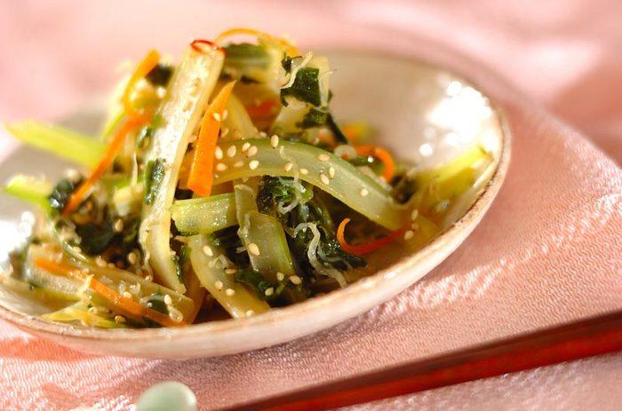 セロリを使ったきんぴらです。葉っぱも使って栄養たっぷり!ちりめんじゃこがいい味だしてます。