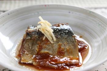 鯖には、優れた美容効果があります。EPA・DHAが青魚の中でも多く含まれるので、食べると血流がよくなります。それによって、新陳代謝がよくなり、老廃物が洗い流されます。