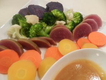 ドレッシングやソースもおうちで作れば、一層香り高い食卓が楽しめます。