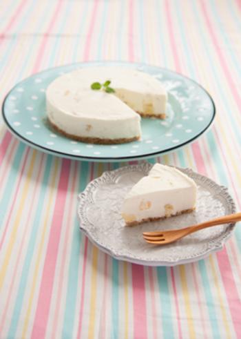 オーブンを使わなくても簡単に作れるレシピがたくさんありましたね。 これからの季節は、冷蔵庫で冷やしたレアーチーズケーキもオススメです♪色々なアレンジを試して、チーズケーキを手作りしてみてくださいね。
