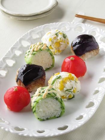 とうもろこしやなす、トマトなど新鮮な夏野菜で作る手まり寿司は、お魚にも負けない美味しさです。