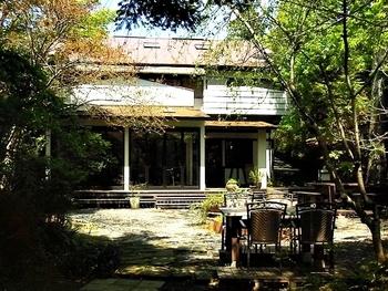 赤沢温泉郷を訪れた際に、是非足を運んでいただきたいのが、フランス片田舎にありそうなおしゃれな雰囲気のル・フィヤージュです。