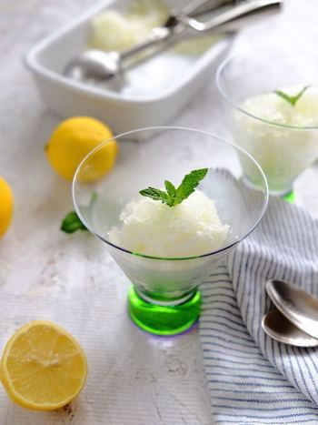 お料理のお口直しに出されるグラニテも、レモンシロップがあれば簡単に作れちゃいます♪